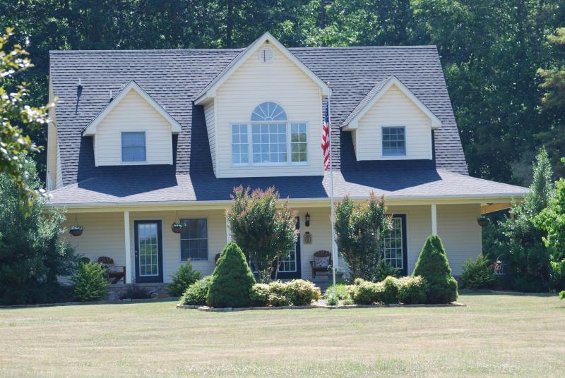 Front View - Big Pine Trout Farmhouse-Upscale Mountain Getaway - New Castle - rentals