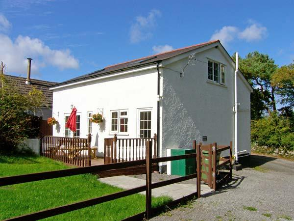 FARMHOUSE COTTAGE, pet friendly, country holiday cottage, with a garden in Pentraeth, Ref 9873 - Image 1 - Pentraeth - rentals