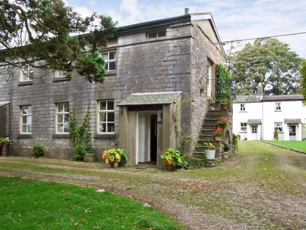 GROOM'S QUARTERS, pet friendly, character holiday cottage, with a garden in Cartmel, Ref 10308 - Image 1 - Cartmel - rentals