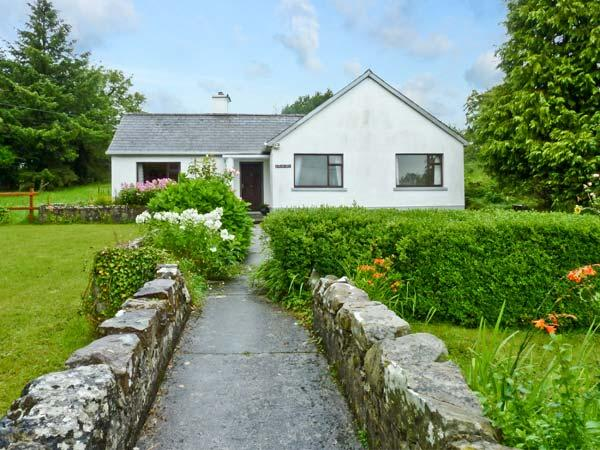 BUN AN CNOIC, pet friendly, country holiday cottage, with a garden in Dunmore, County Galway, Ref 10746 - Image 1 - Dunmore - rentals