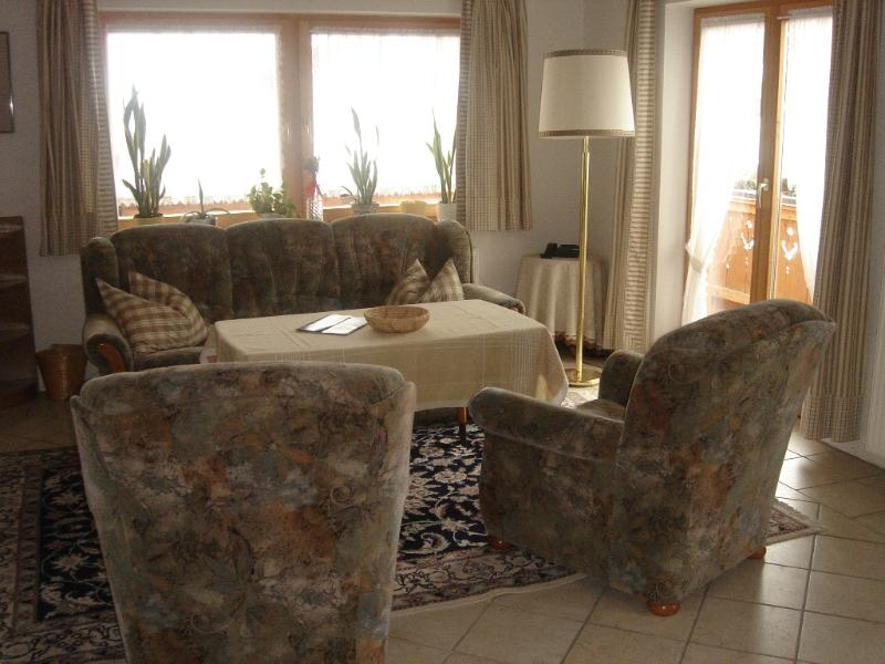 Living Room (1) - LLAG Luxury Vacation Apartment in Garmisch-Partenkirchen - 700 sqft, comfortable, quiet, great view… - Garmisch-Partenkirchen - rentals