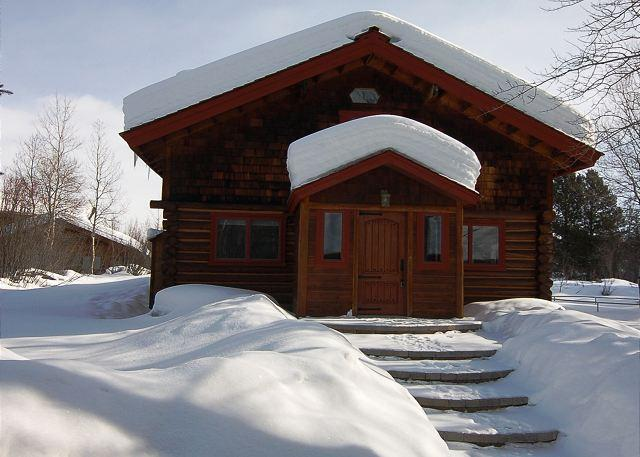 Entry in Winter - Picturesque Custom Log Cabin - Wilson - rentals