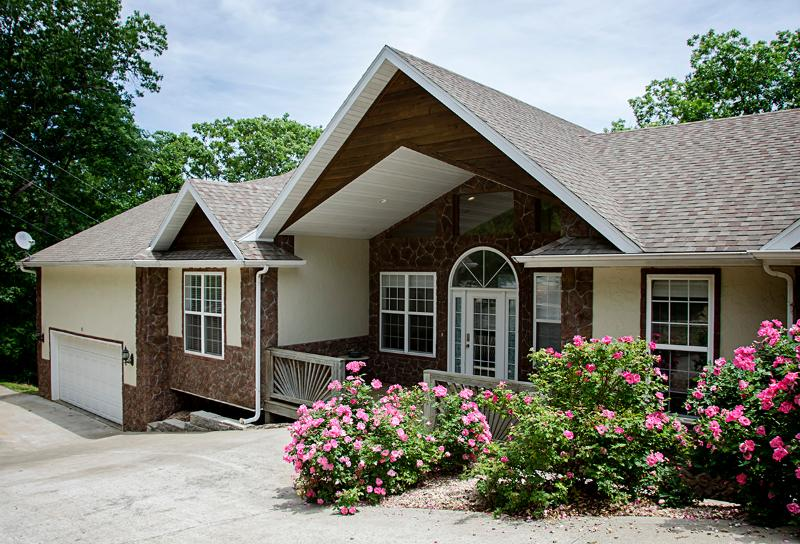 Eagle View - 4 BDR - private vacation home on private property - Eagle View - 4 bedrooms - 3 1/2 baths - sleeps 14 - Branson - rentals