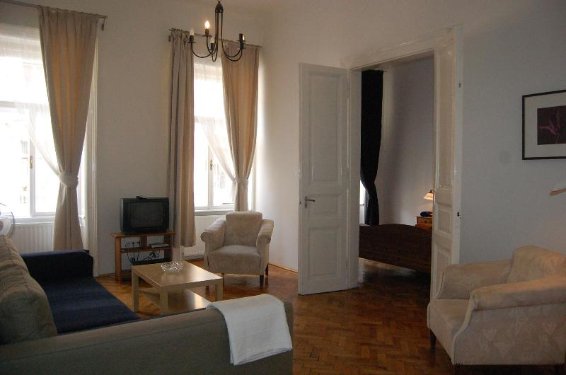 living romm with double sofa bed/view to the street - 85 M2 2 Ensuit Bedroom Apartment Close To Opera - Budapest - rentals