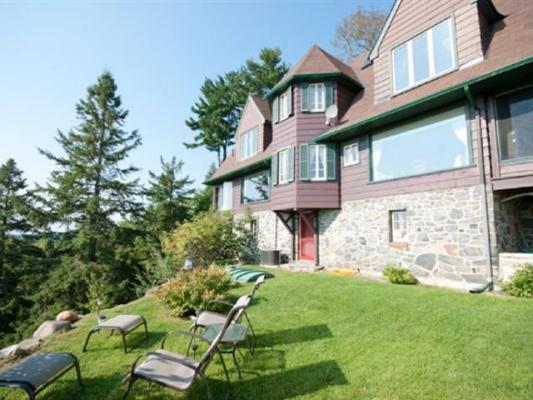 Exterior Back - Far Horizons Luxury Vacation Home - Montebello - rentals