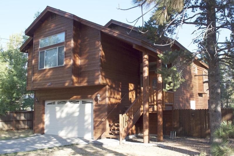 Welcome to your Modern, spacious mountain getaway - Modern getaway with hot tub, wifi—kid friendly! - South Lake Tahoe - rentals