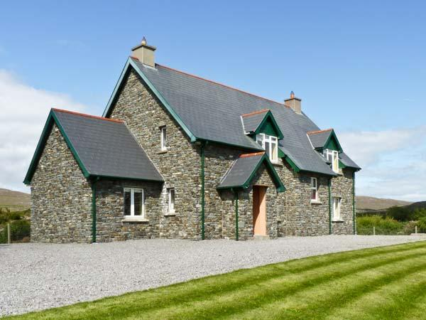KILTYMON COTTAGE, family friendly, with a garden in Bantry, County Cork, Ref 10889 - Image 1 - Bantry - rentals