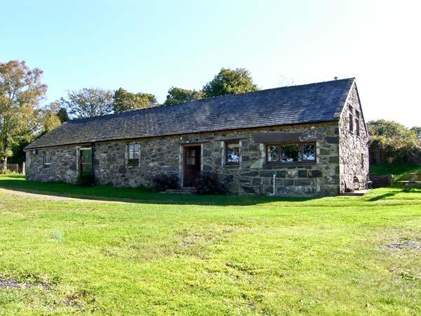 TRYFAN COTTAGE, family friendly, character holiday cottage, with a garden in Caernarfon, Ref 10820 - Image 1 - Caernarfon - rentals