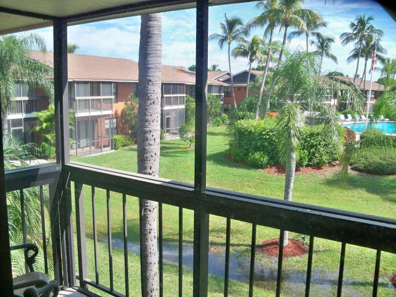 View from Lanai - Marco Island Right ACROSS Resident's BEACH! +WIFI - Marco Island - rentals