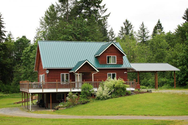 Dislodge and spa at Mt. Baker. - Dislodge and spa at Mt. Baker. A perfect home base - Glacier - rentals