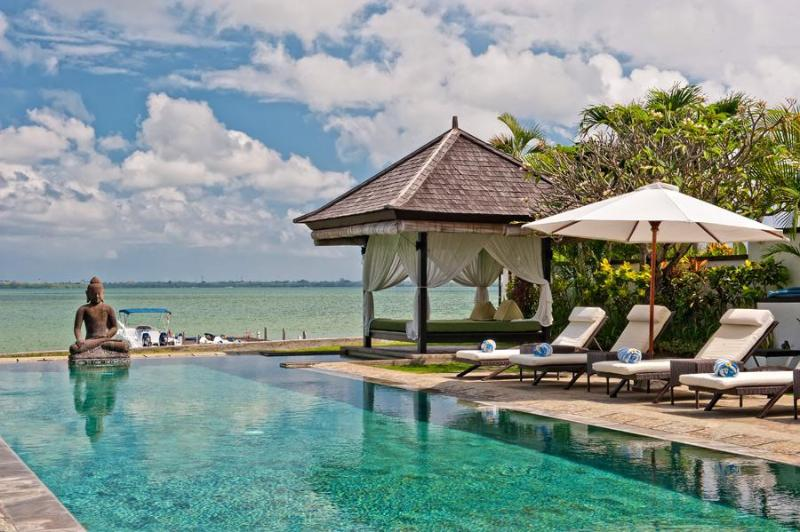 Private watefront swimming pool, speed boat, jetty and motor sports of the villa Selamanya - Absolute waterfront villa Selamanya w. speed boat - Nusa Dua - rentals