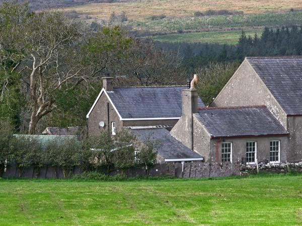 TY CAPEL, pet friendly, character holiday cottage, with a garden in Criccieth, Ref 9966 - Image 1 - Criccieth - rentals