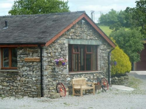 CROOK HOWE COTTAGE, Whinfell, Nr Kendal, South Lakes - Image 1 - Kendal - rentals