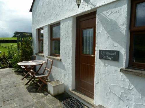 LITTLEWOOD COTTAGE, Staveley, Nr Windermere - Image 1 - Staveley - rentals