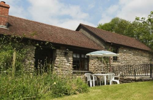 THE OLD BARN, Camelford, Cornwall - - Image 1 - Camelford - rentals