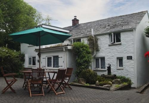 SARAH'S COTTAGE, Camelford, Cornwall - Image 1 - Camelford - rentals