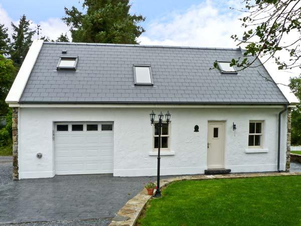 NED DARCY'S COTTAGE, romantic, country holiday cottage, with open fire in Oughterard, County Galway, Ref 8856 - Image 1 - Oughterard - rentals