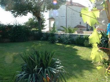 A1(9): garden - 4911  A1(9) - Sumpetar - Sumpetar - rentals
