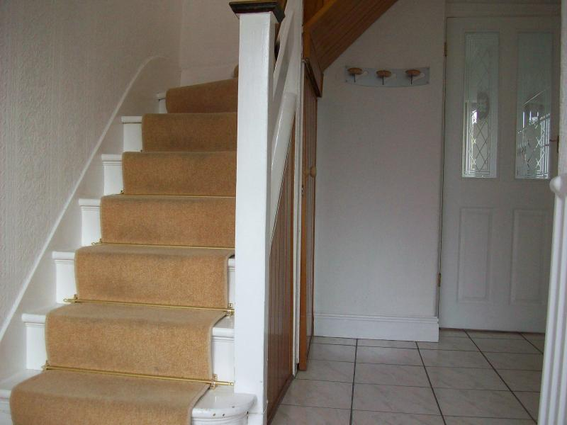 Spacious Hallway - Bright Comfortable and Fastidiously Clean - Harrow - rentals