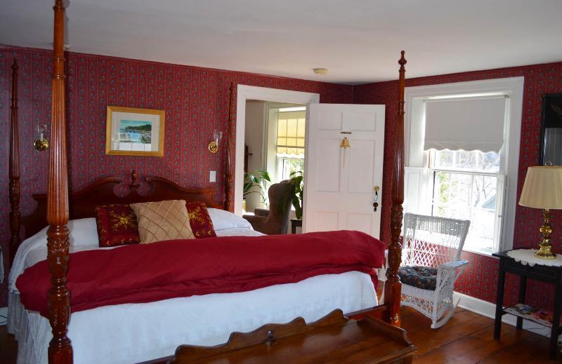 Captain's Room - B&B room rental - quiet street along the Kennebec - Bath - rentals