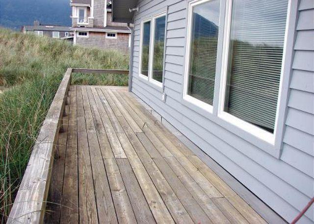Deck - SANDY SHORES~Oceanfront home, walking distance to town and pet friendly!! - Manzanita - rentals