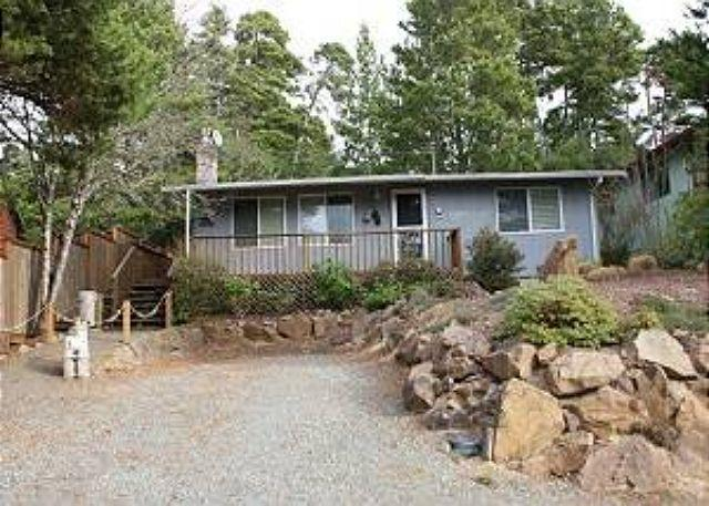 Street View - GRAY WHALE~MCA# 935~Charming home great for a small family and pet friendly! - Manzanita - rentals