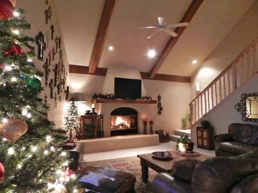 Christmas in Red River.  Resort realty Christmas tree set up. - Luxury Home on the River! Hot Tub & Pool Table - Red River - rentals