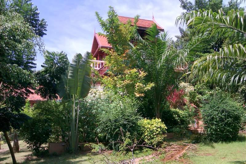 Side view from garden - 3 double bed Thai Villa, sleeps 8, A/C, garden, BBQ, TV, Wifi, pool, kitchen - Koh Mak - rentals