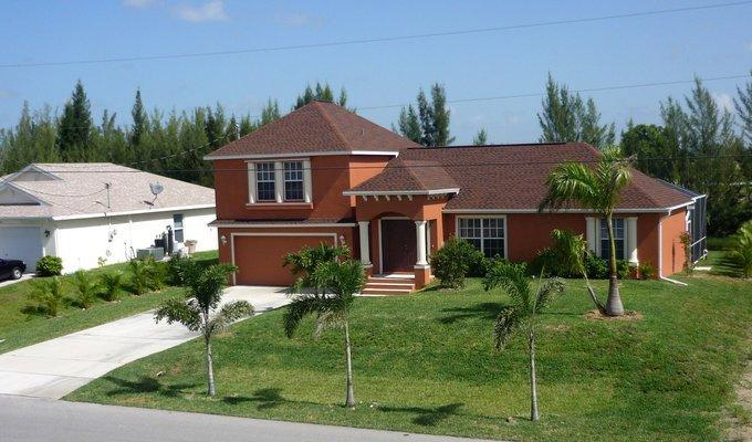 Villa Sunbeam- on Freshwatercanal in SW Cape Coral - Image 1 - Cape Coral - rentals