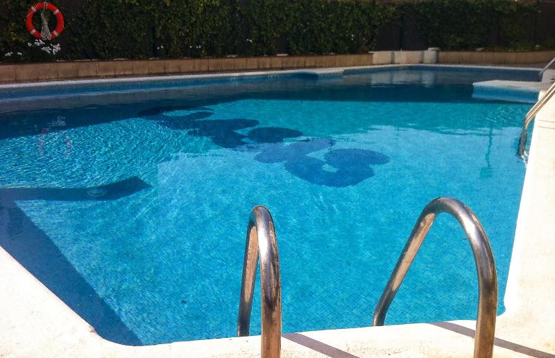 There are 4 sun loungers for guests to use at the pool - Central Sitges 4 bed apartment pax 9, Pool & A/C - Sitges - rentals