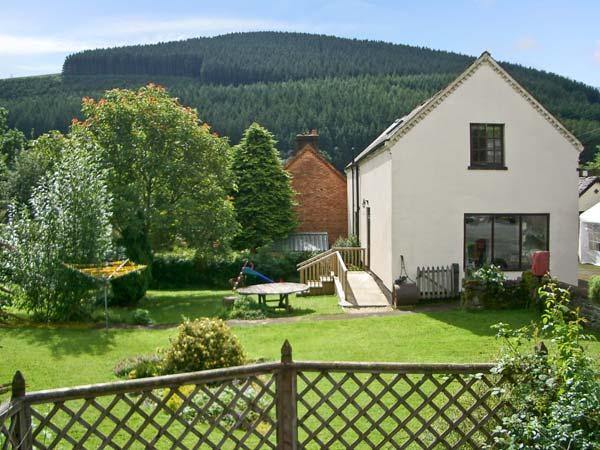 TAILOR'S COTTAGE, family friendly, character holiday cottage, with a garden in Abbey-cwm-hir, Ref 11414 - Image 1 - Abbey-cwm-hir - rentals