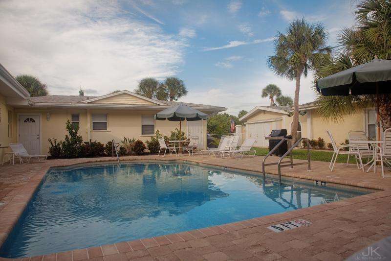 Relaxing Retreat just Steps to the Beach! - The Sea Spray Resort - Steps to Siesta Key Beach - Siesta Key - rentals