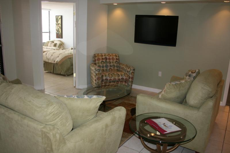 Living room - 3BR/2BA MB Condo at Oceanfront Resort- Unit 518 - Miami Beach - rentals