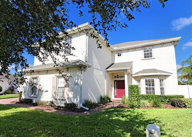 Front View - MAYWOOD HOUSE: 5 Bedroom Home in Gated Community with Pool and Spa Privacy - Davenport - rentals
