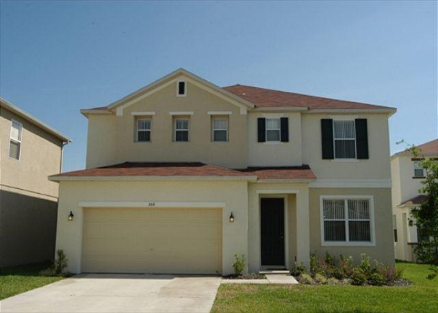 Front View - WOODLAND VIEW: 5 Bedroom Home with 3 Separate Living Areas - Davenport - rentals