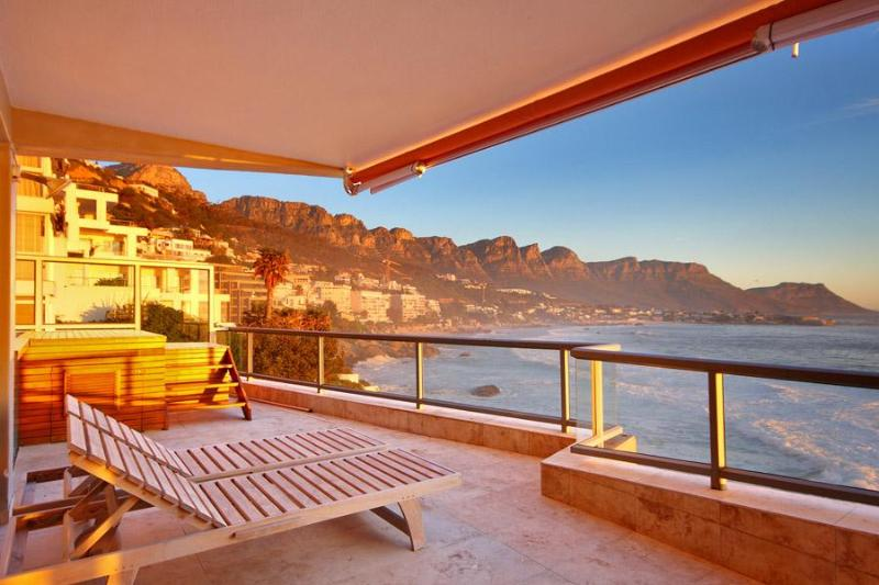 View of the Ocean and 12 Apostles - Ocean View Apartment - Clifton - rentals