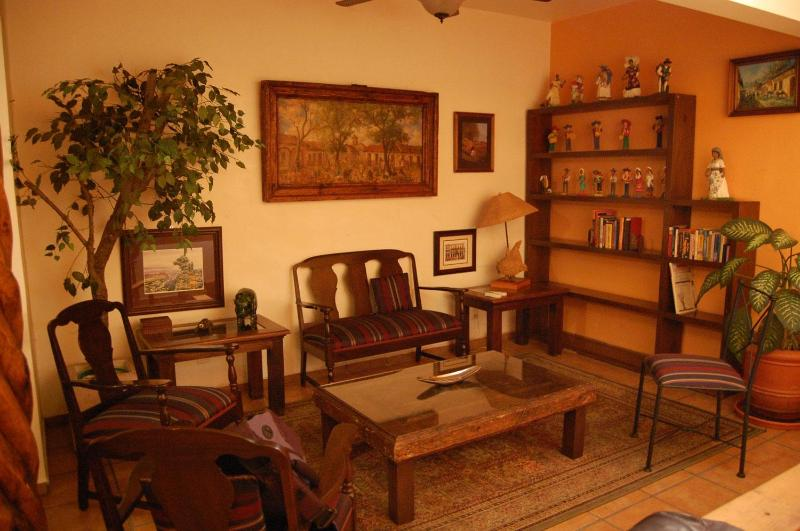 Living room - Three-bedroom apartment in Historic Morelia - Morelia - rentals
