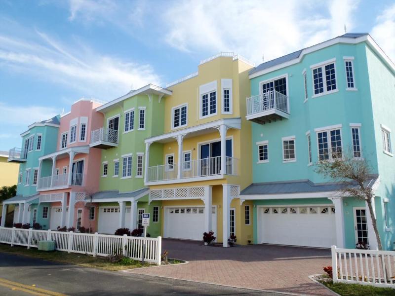 South Beach Village townhomes - exterior front view - South Beach Village Hotel Homes with Gulf Views - Bradenton Beach - rentals
