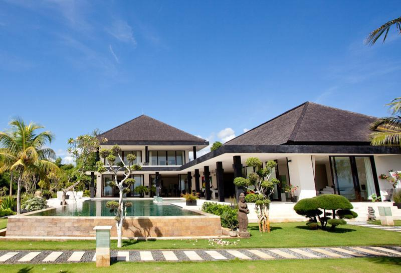 Luxury Beachfront Villa with Tennis Court, Helipad & Boat - Image 1 - Lovina - rentals