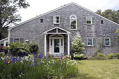 135 - LOVELY PRIVATE SETTING ON CHAPPAQUIDDICK WITH A BEAUTIFUL GARDEN , ON KATAMA BAY - Image 1 - Edgartown - rentals