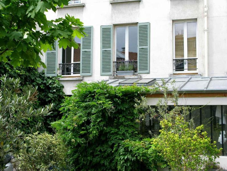Cosy apartment close to the Fleamarket & Metro - Image 1 - Paris - rentals