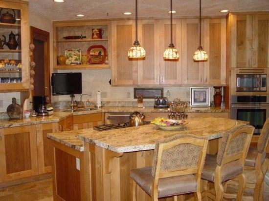 Fully Equipped Kitchen main level - 1206 Pinnacle-4 Bedroom Townhome Private Hot Tub, Ski Shuttle to Deer Valley Resort - Park City - rentals