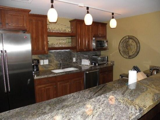 New Kitchen w/ Island Seating - 3 Kings-1 Bedroom + Loft-Across From Park City Mountain Resort - Park City - rentals