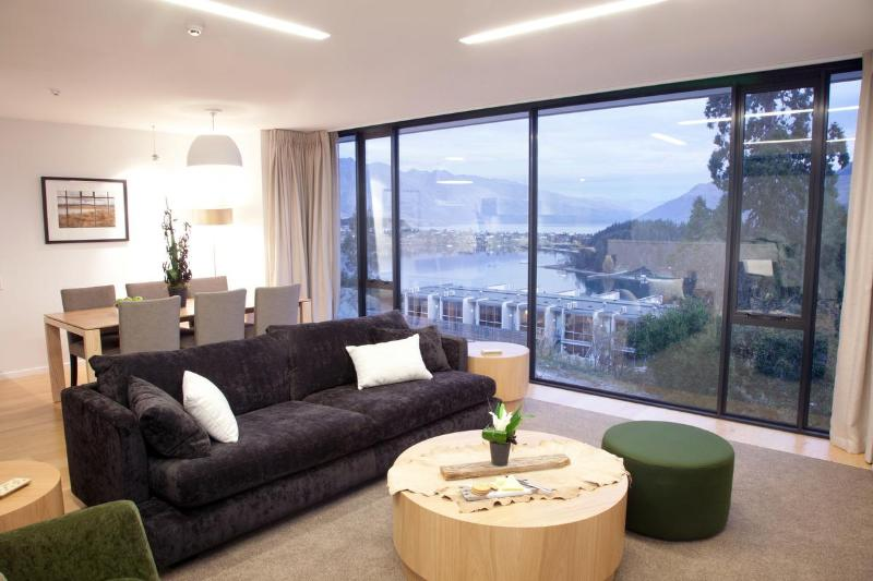3 bed Living Room - Relaxing lounge with beautiful views. - Panorama Tce Apartments Element Escapes - Queenstown - rentals