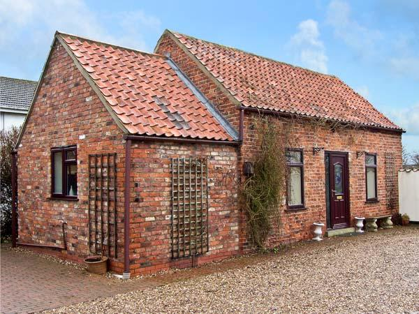 SOUTH HIGHFIELD BARN, romantic, country holiday cottage, with a garden in Market Rasen, Ref 5104 - Image 1 - Market Rasen - rentals