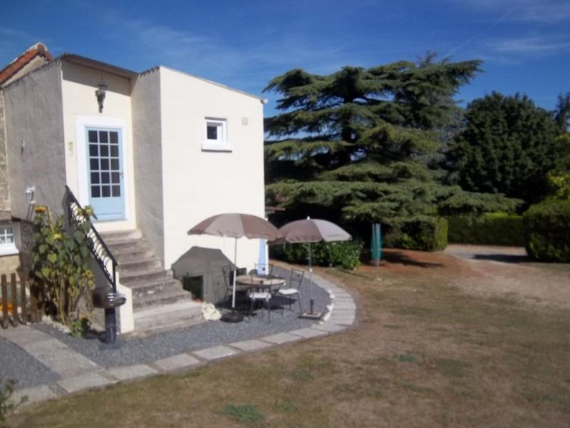 Les Tournesols entrance - Les Tournesols 2 bedroom gite in 18th C farmhouse - La Roche-Posay - rentals