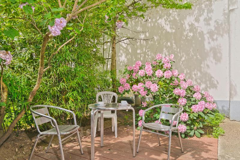 Enjoy a cup of coffee in your private garden - Paris Vacation Rental with Private Garden and Wifi - Paris - rentals
