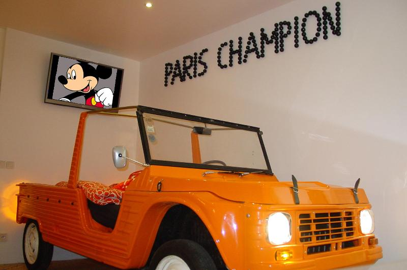 In the car! - Funky Paris Apartment in Montmartre with Free Car Park - Paris - rentals