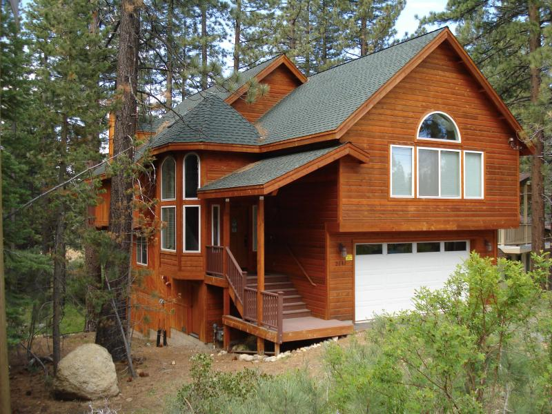 Spring Time - Great Chalet Getaway! 4 Bedroom, hot tub, pool table, BBQ - South Lake Tahoe - rentals