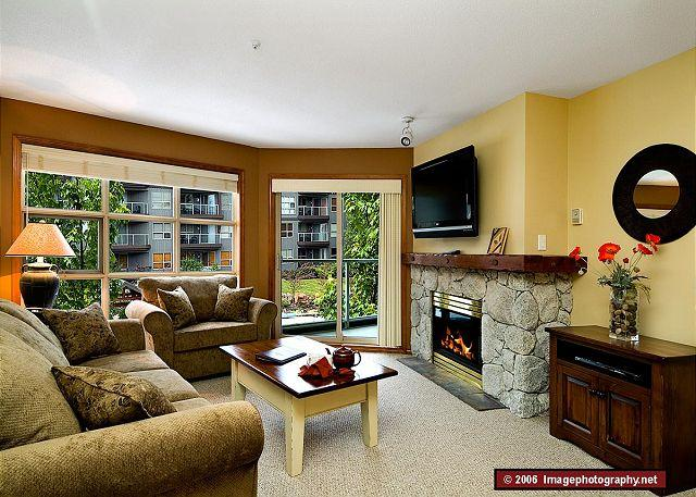 Living Room - Aspens #306, 1 Bdrm, Ski in Ski out, Bright Pool View, Free Wifi - Whistler - rentals